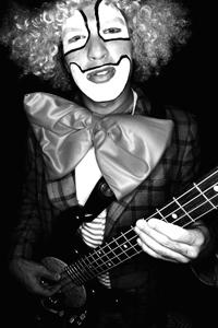 Dino Castelli: Bass, Synthesizer & Begleitgesang