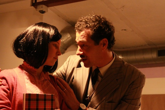 t Milena Abrahamse (als Anne Frank) und Renato de Pedrini (als ihr Vater, Otto Frank)