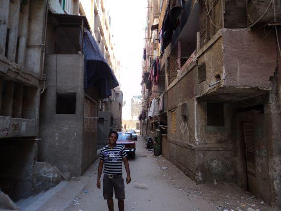 Achmed vor seinem Wohnblock